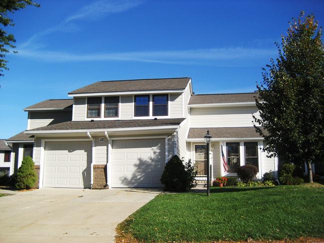 Novi real estate in Lakewoode Parkhomes condo complex 2