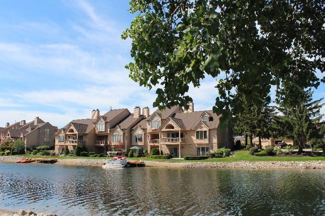 Blue Heron Pointe Northville MI.  Waterfront real estate condominium 4