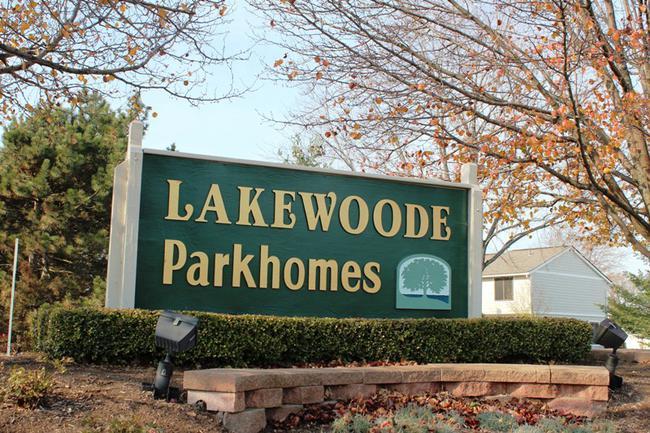 Novi real estate in Lakewoode Parkhomes condo complex 25