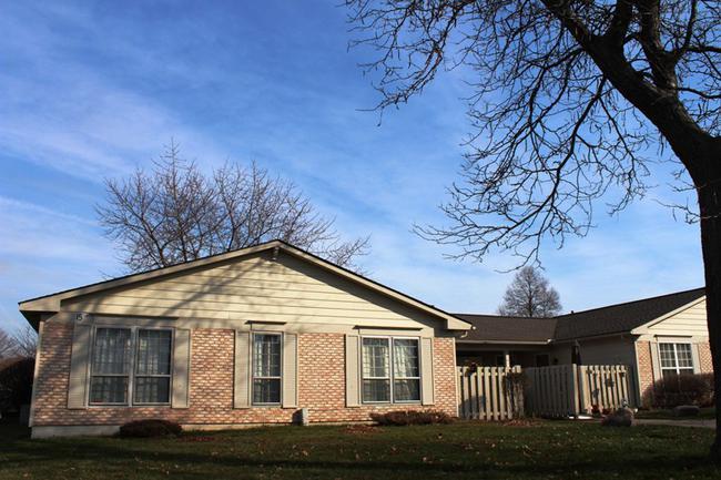 Novi real estate in Lakewoode Parkhomes condo complex 12