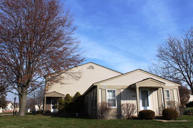 Novi real estate in Lakewoode Parkhomes condo complex 13