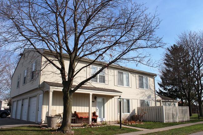 Novi real estate in Lakewoode Parkhomes condo complex 14