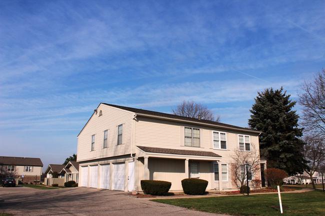 Novi real estate in Lakewoode Parkhomes condo complex 15