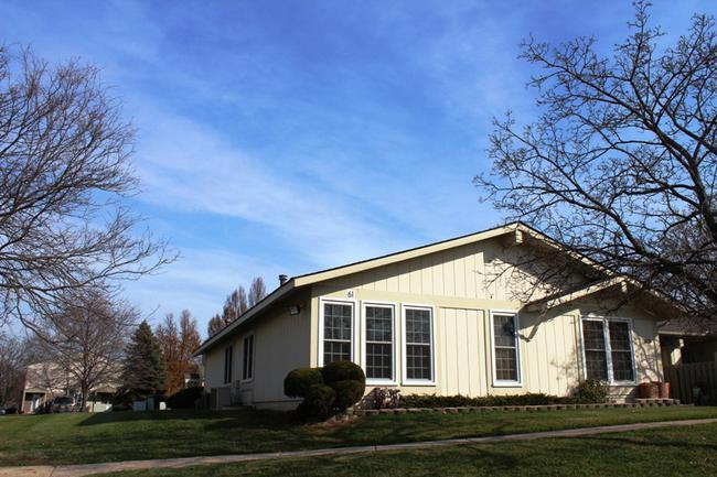Novi real estate in Lakewoode Parkhomes condo complex 16