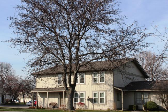 Novi real estate in Lakewoode Parkhomes condo complex 17
