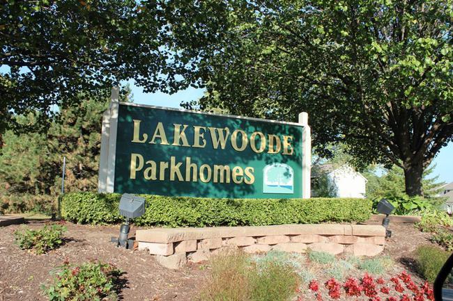 Novi real estate in Lakewoode Parkhomes condo complex 18