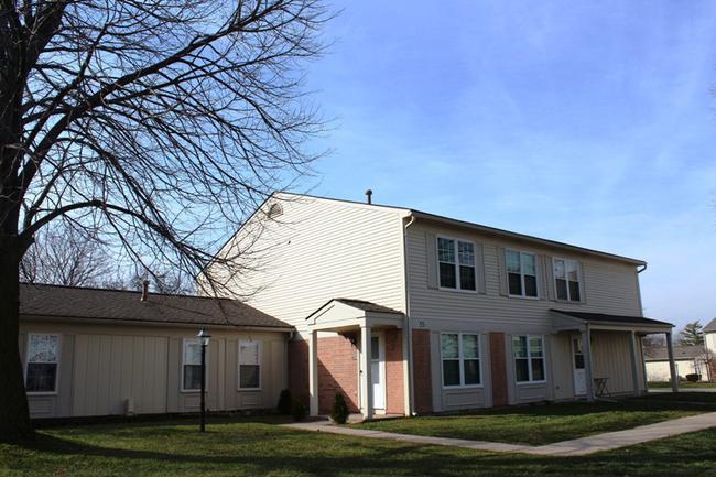 Novi real estate in Lakewoode Parkhomes condo complex 19