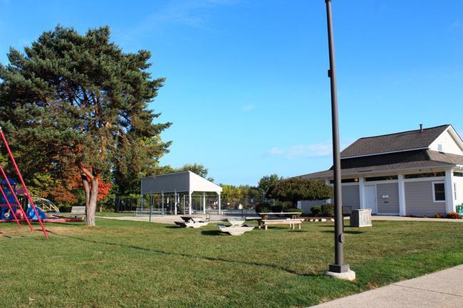 Novi real estate in Lakewoode Parkhomes condo complex 24