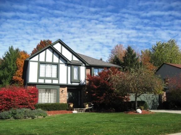 Lakes of Northville neighborhood real estate in Northville MI. 8