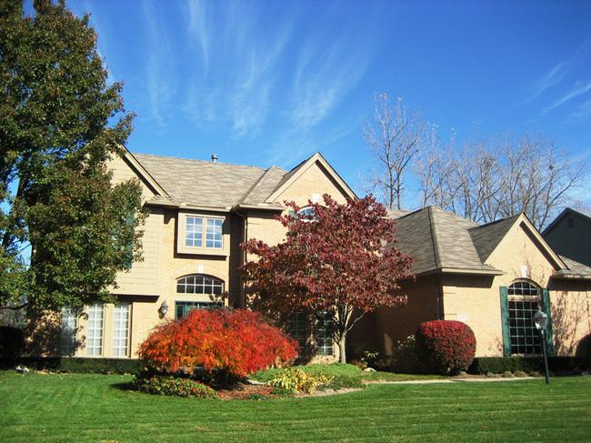 Neighborhood of Woodside Village in Northville, MI real estate 3
