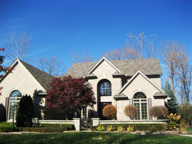 Neighborhood of Woodside Village in Northville, MI real estate
