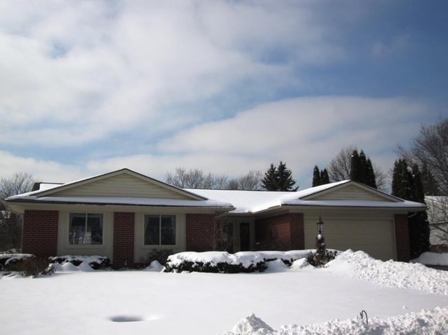 Neighborhood of The Oaks in Northville MI real estate 9
