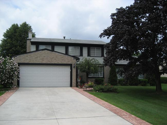 Neighborhood of The Oaks in Northville MI real estate 4