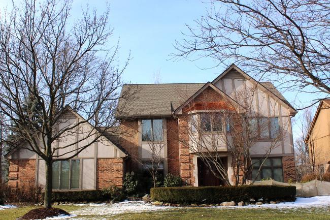 Real estate of Deerbrook neighborhood in Novi MI 4