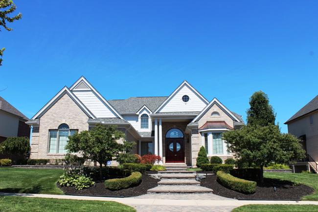 Neighborhood of Stonewater home elevation in Northville
