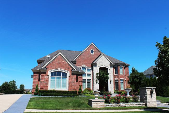 Elevation 13 in the subdivision Stonewater in Northville