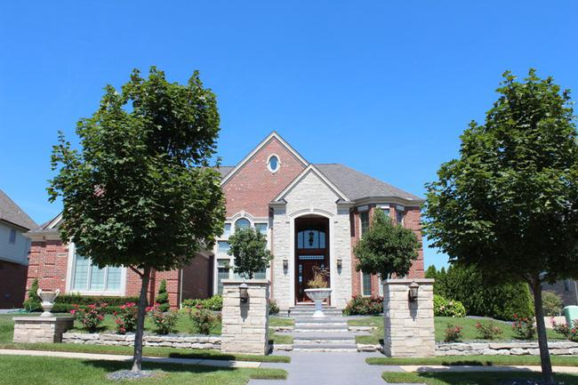 Home elevation in the neighborhood of Stonewater in Northville