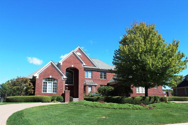 Real Estate in Fox Hollow Neighborhood, Northville MI