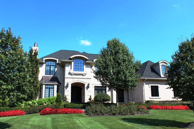Real Estate in Bella Vista Neighborhood in Northville, MI 2