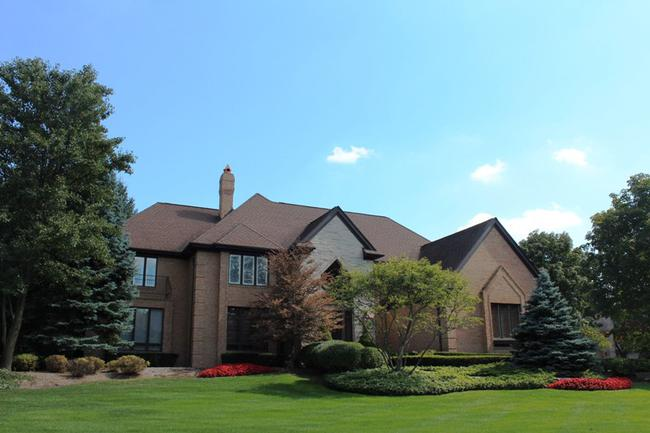 Real Estate in The Oaks Subdivision in Northville, MI 7