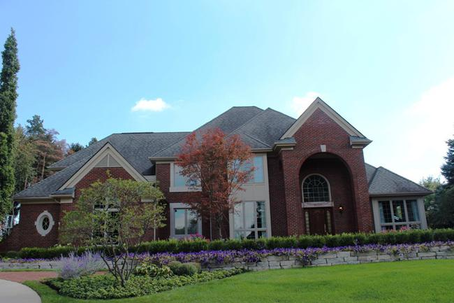 Real Estate in The Oaks Subdivision in Northville, MI 9