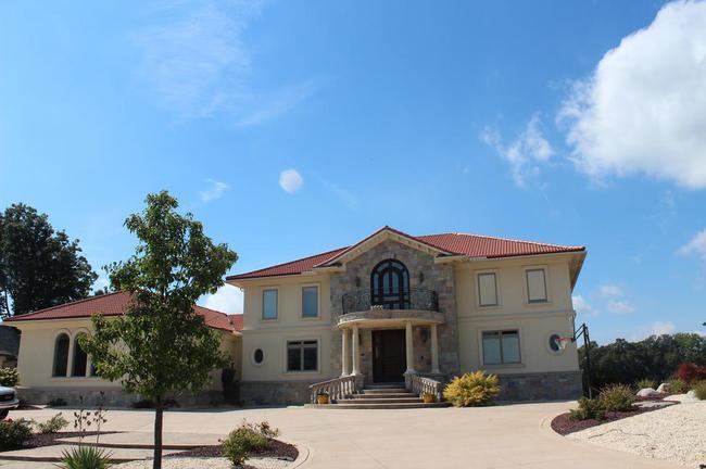 Bella Vista Neighborhood in Northville, MI Real Estate 16