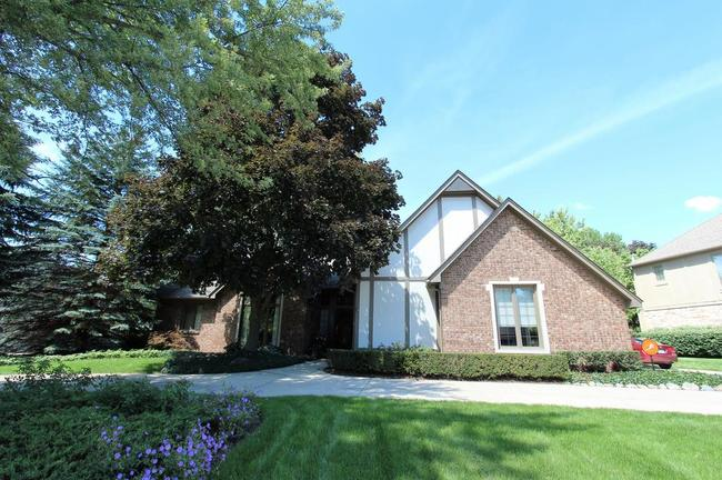 Welcome to 20238 Woodbend, Northville MI 48167